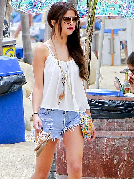 SUN-DAY BEST photo | Selena Gomez