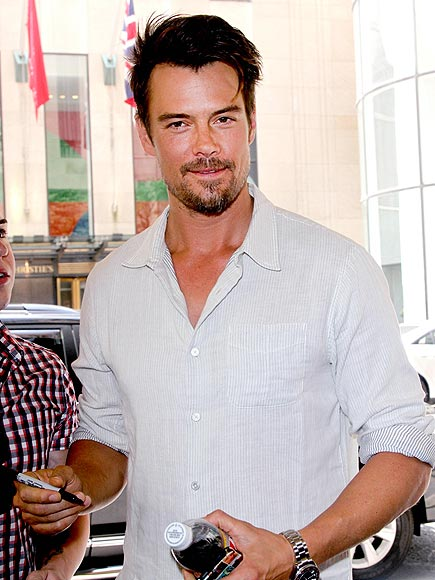MAKING HIS MARK photo | Josh Duhamel