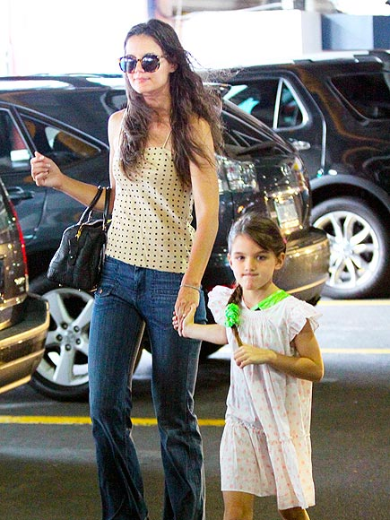 HANDS-ON MOM photo | Katie Holmes