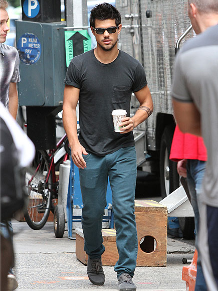 'BREAK' A LEG photo | Taylor Lautner