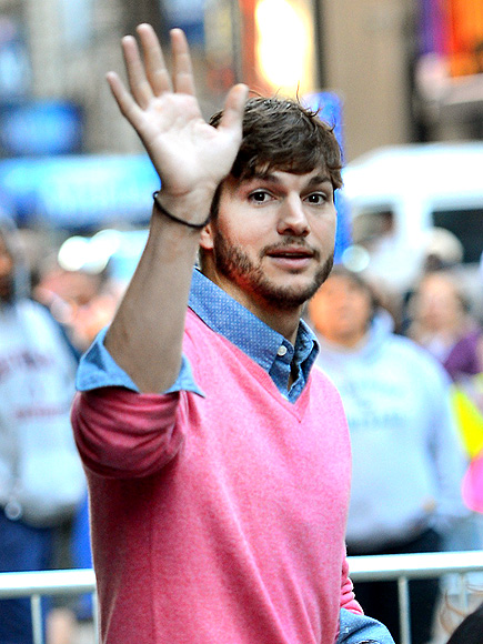 'MORNING' PERSON photo | Ashton Kutcher
