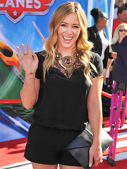 'PLANE' & SIMPLE photo | Hilary Duff