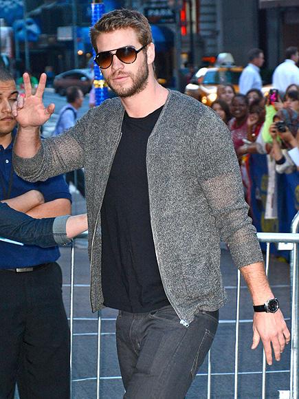 SIGN HIM UP photo | Liam Hemsworth