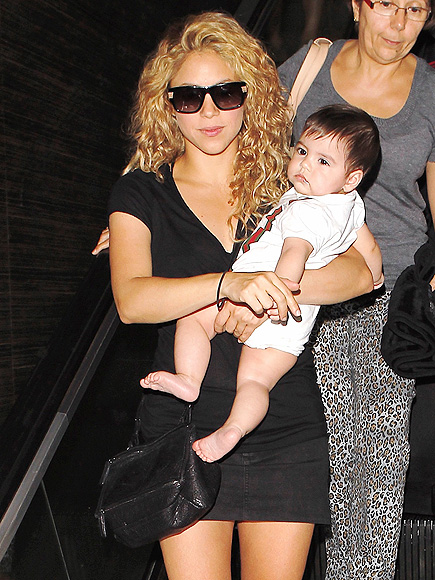 BABY ON BOARD photo | Shakira