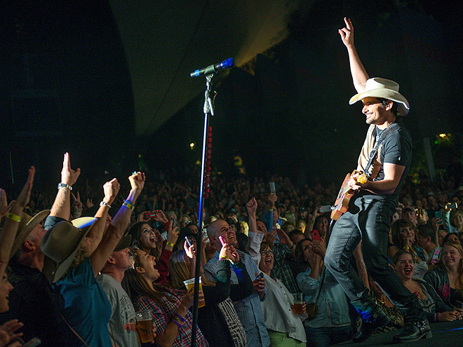 CROWD PLEASER photo | Brad Paisley