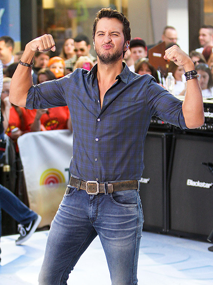 'TOUGH' CROWD photo | Luke Bryan