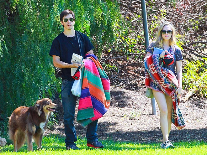 PAWS-ITIVE OUTLOOK photo | Amanda Seyfried, Justin Long