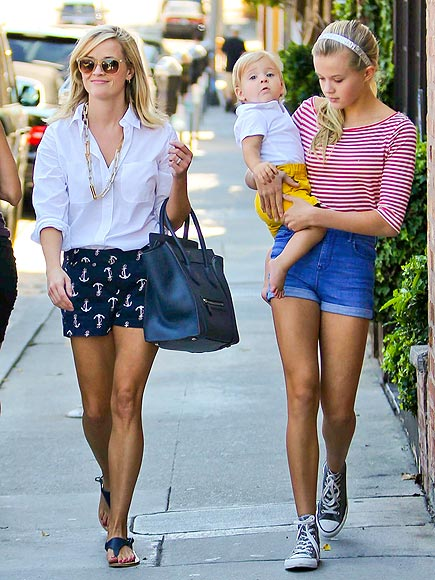 Reese Witherspoon Vand Her Daughter Ava Were Photographed Picking Up ...