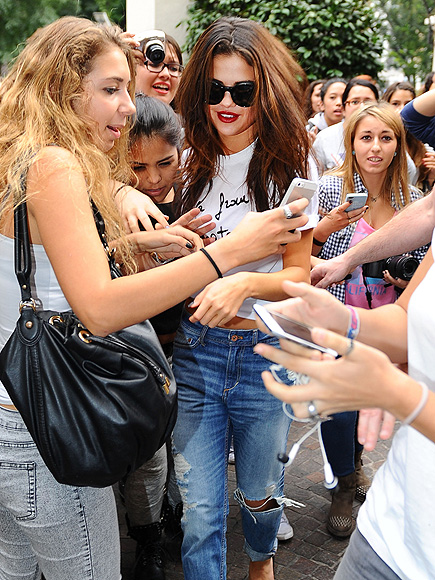 FACE IN THE CROWD photo | Selena Gomez