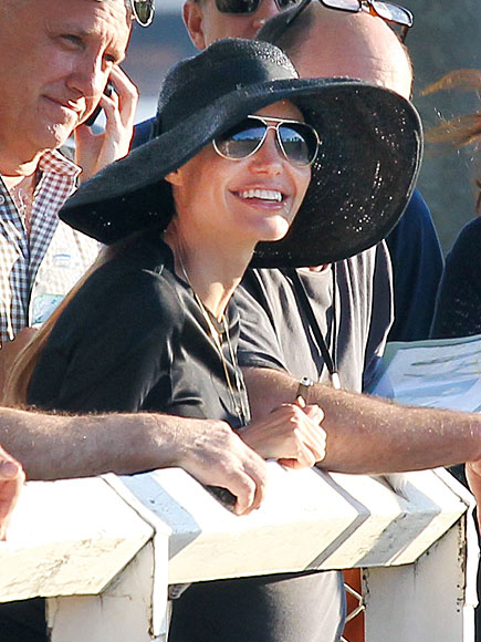 GROUP EFFORT photo   Angelina Jolie