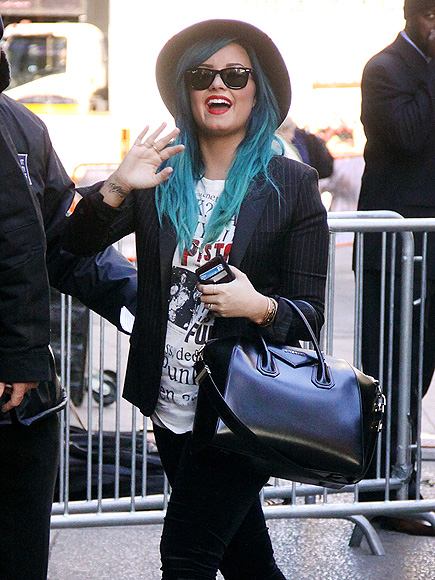 LIVING THE HI-LIFE photo | Demi Lovato