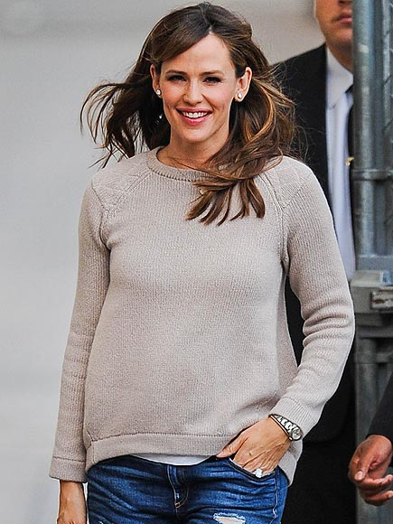 TAKING COMFORT photo | Jennifer Garner