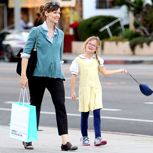 STROLL WITH IT photo | Jennifer Garner
