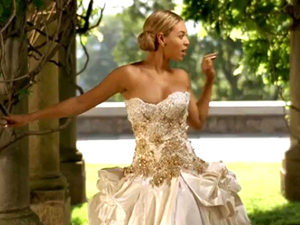 beyonce 600x450 Yes, You Can Own a Wedding Dress Once Worn by Beyoncé