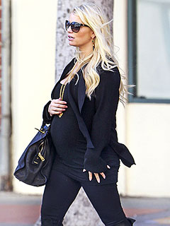 Jessica Simpson Shows Off Trim Maternity Figure &#8211; and Growing Baby Bump! | Jessica Simpson