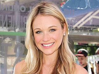 Katrina Bowden: Choosing My Wedding Dress Was 'a No-Brainer'
