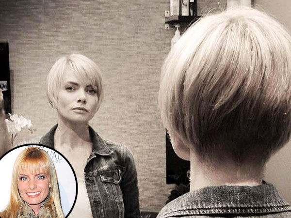 jaime pressly 600x450 Jaime Pressly Cuts Her Hair Into a Way Shorter, Sleek Bob