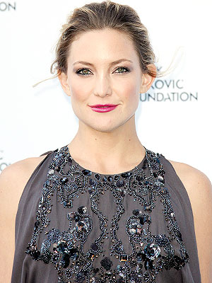 kate hudson 300x400 Want To Try Kate Hudson's Unexpectedly Lovely Lipstick? Here's Exactly How