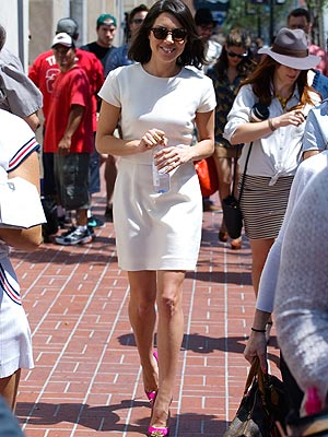 Aubrey Plaza white dress