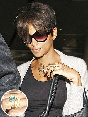 Halle Berry wedding band