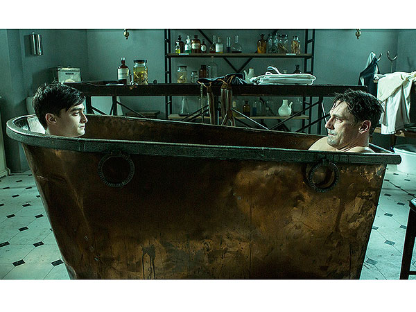 Jon Hamm, Daniel Radcliffe Take a Bath