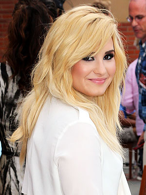 demi lovato 300x400 Demi Lovato's Blonde Hair: 'I Don't Really Care If People Lilke It Or Not'
