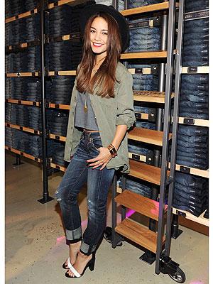 Vanessa Hudgens jeans