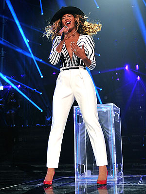 beyonce 300x400 Chic Clicks: Beyoncé Teams With Gucci for Latest Tour Look; Plus, Club Monaco Launches Shoe Collection!