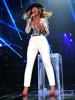 beyonce 300x400 Chic Clicks: Beyoncé Teams With Gucci for Latest Tour Look; Plus, Club Monaco Launches Shoe Collection!