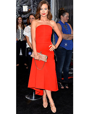 olivia wilde 1 300x400 Olivia Wilde Blows Away the Competition and Earns Best Dressed Title