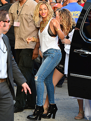 beyonce 300x400 Exactly What to Wear This Weekend: #LDW Edition!