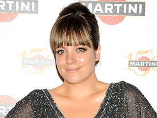 Lily Allen Goes Back to Black – and Gets a Bob!