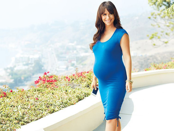 Jennifer Love Hewitt maternity Pea in the Pod