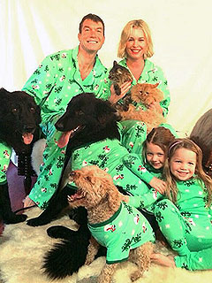 Jerry O'Connell and Rebecca Romijn's Holiday Card Is Going to the Dogs