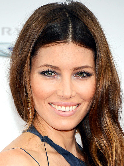 COLORFUL SHIMMERY EYE photo | Jessica Biel