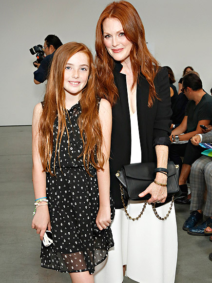 JULIANNE MOORE & HER DAUGHTER photo | Julianne Moore