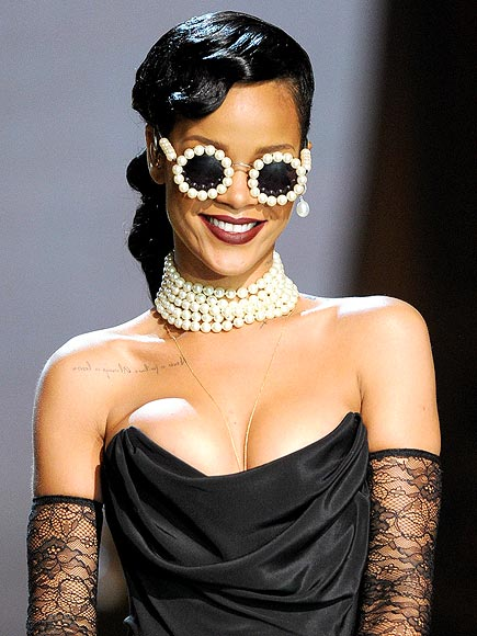 PEARL-RIMMED SHADES photo | Rihanna