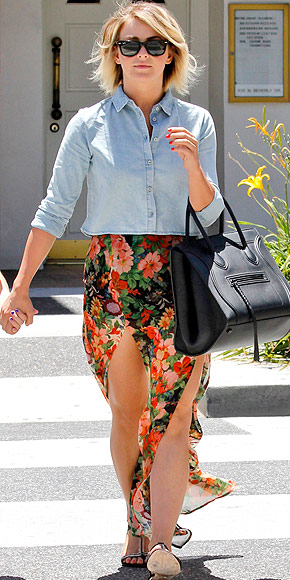 CROPPED CHAMBRAY BUTTON-DOWNS photo | Julianne Hough