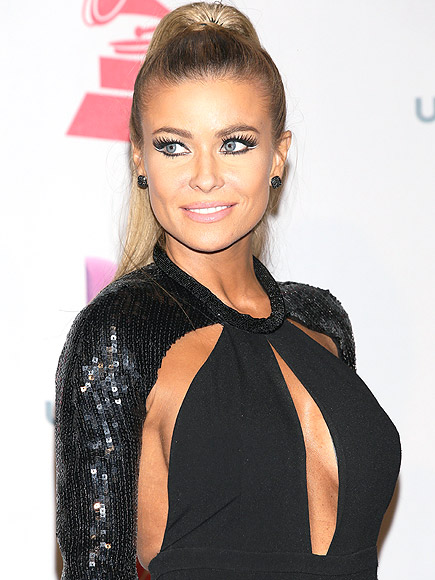 SHOWING SIDE BOOB AND FRONT BOOB photo | Carmen Electra