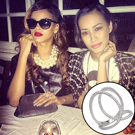 RIHANNA'S RING photo | Rihanna