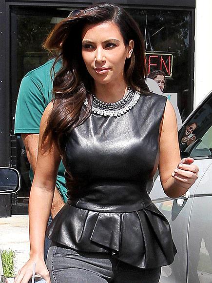 KIM KARDASHIAN'S NECKLACE photo | Kim Kardashian