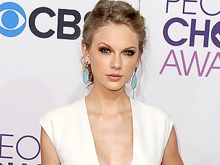 Watch Taylor Swift Takes the Plunge in White at the People's Choice Awards