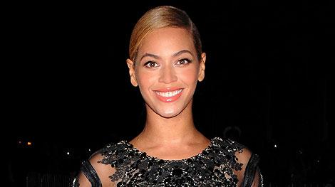 Super Bowl Flashback! Celebs Sing the National Anthem   Beyonce Knowles