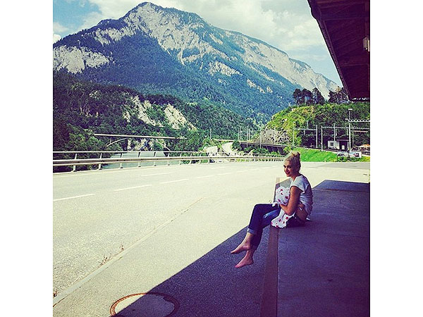 Gwen Stefani Instagram Switzerland Breastfeeding