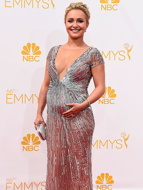 Amanda Peet Pregnant Emmys Red Carpet