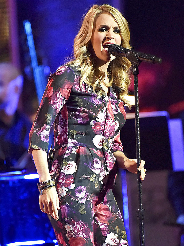 Carrie Underwood Pregnant Baby Bump