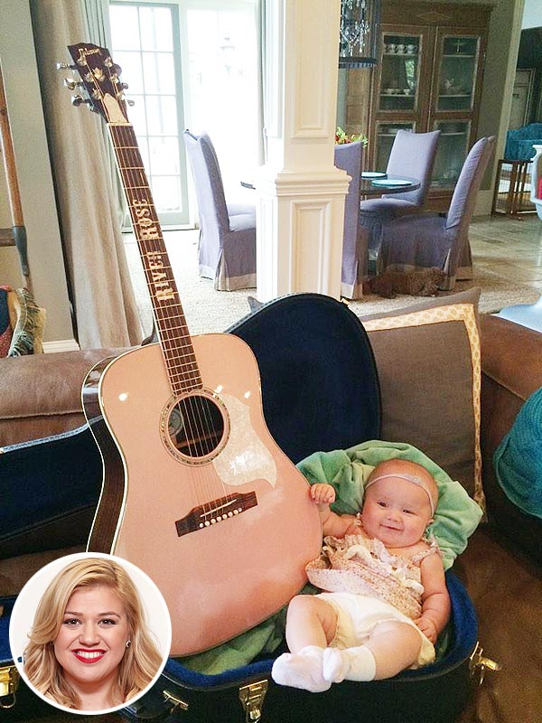 Kelly Clarkson River Rose guitar