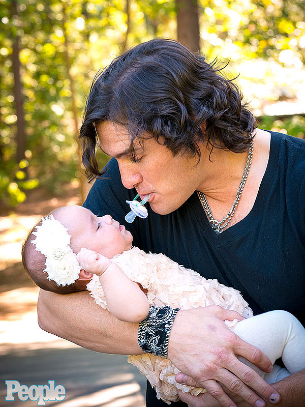 Joe Nichols Introduces Daughter Georgia Blue
