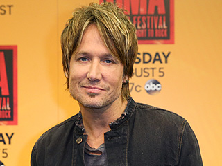 Keith Urban Celebrates Duet with Miranda Lambert – Without Miranda Lambert