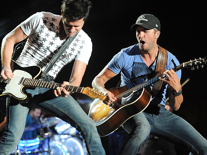 PLAY ON! photo | Luke Bryan